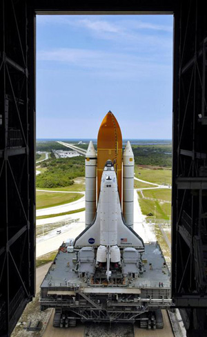 Discovery rolls back to the Vehicle Assembly Building for an upgrade.
